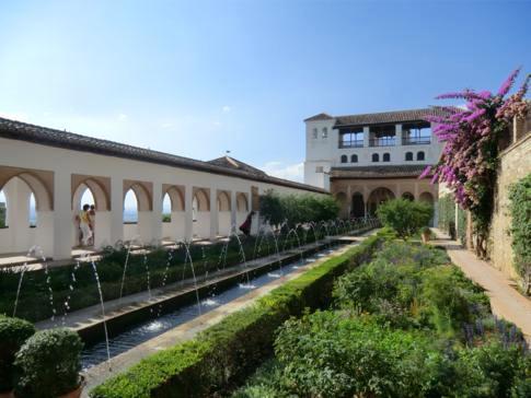 Der Palast von Generalife in der Alhambra von Granada