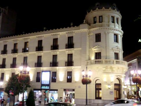 Tolle abendliche Stimmung in der Innenstadt von Granada