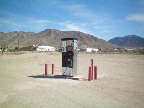 Eine einsame Tankstelle in Dolan Springs auf dem Weg zum Grand Canyon West Rim