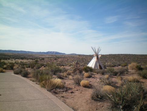 Ein nachgebautes Zelt der ursprüngliche Hualapai-Einwohner am Grand Canyon