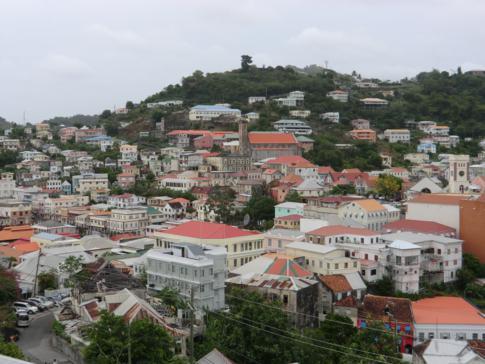 Blick auf die Altstadt von Saint Georges