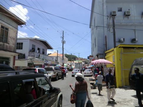 Buntes Treiben in Grenville, Grenada