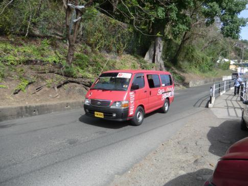 Ein Minibus in St. George, Grenada