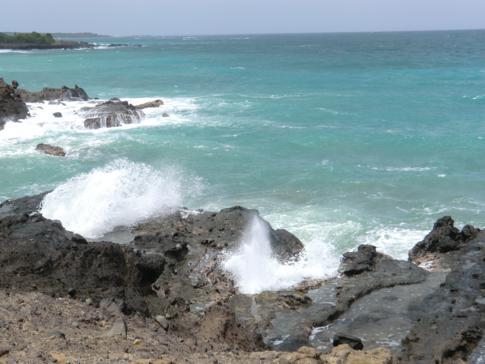 Das tosende karibische Meer an der Spitze von Lance aux Epines
