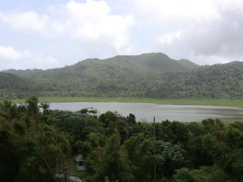 Blick auf den Kratersee im Grand Etang National Park