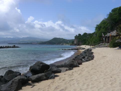 Blick vom La Source Resort auf die Devils Bay und die Küste Grenadas