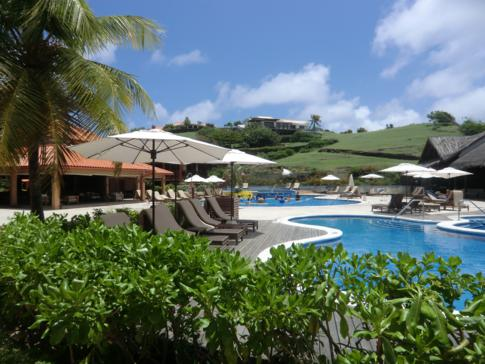 Die Poollandschaft des La Source Resort in Grenada