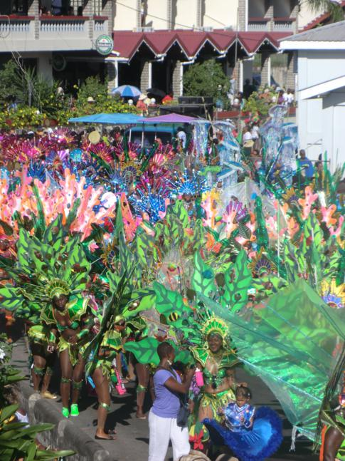 Karneval in Grenada, auch Spicemas genannt - hier die Parade of the Bands