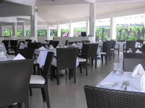 Das Tradewinds Restaurant im Hotel des Grenada Grand Beach Resorts