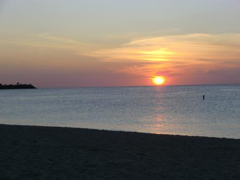 Sonnenuntergang am Grand Anse Beach in Grenada