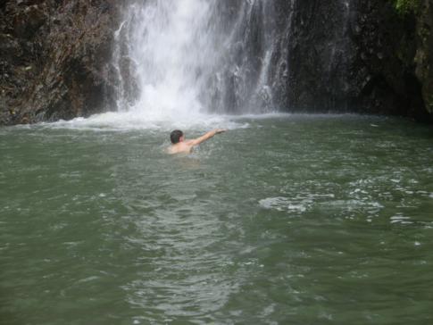Eine herrliche Erfrischung: ein Bad im Becken der Seven Sister Falls