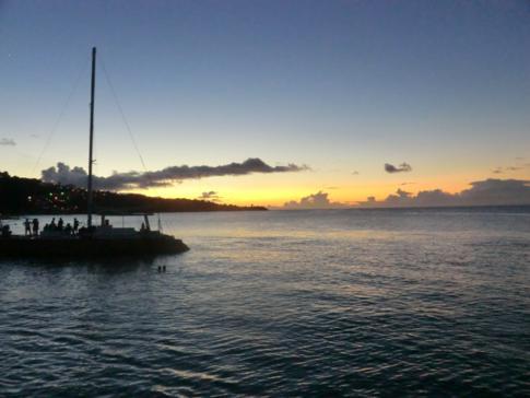 Katamaran-Fahrt in den Sonnenuntergang
