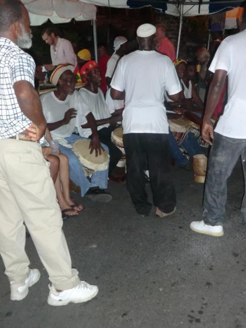 Lokale Musikband aus Grenada auf dem Fish Friday in Gouyave