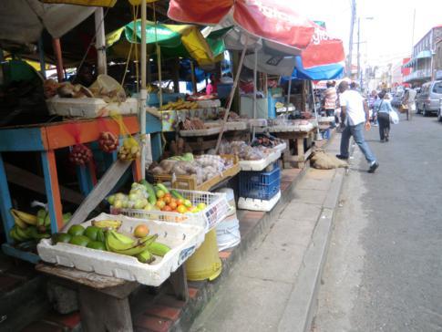 Der berühmte Markt mit viel Obst, Früchten und Gewürzen