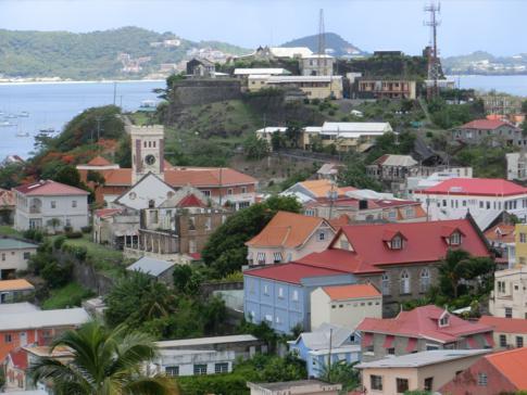 Fort Georges und die alten Häuser der Hauptstadt Grenadas
