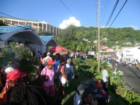 Die Parade of the Bands beim Spicemas während des Karneval in Grenada