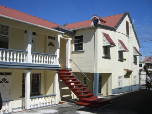Außenansicht unserer Unterkunft in Gouyave: Willies Court Apartments