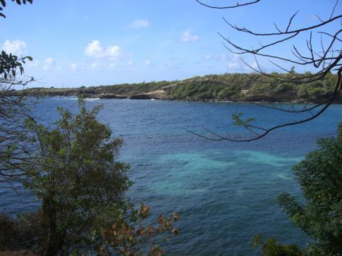 Eine der beiden Buchten, an der die Cabier Ocean Lodge liegt