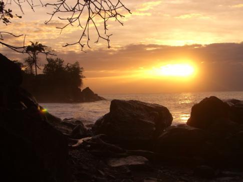 Die schöne Palmiste Bay in Grenada kurz vor Gouyavekurz vorm Sonnenuntergang