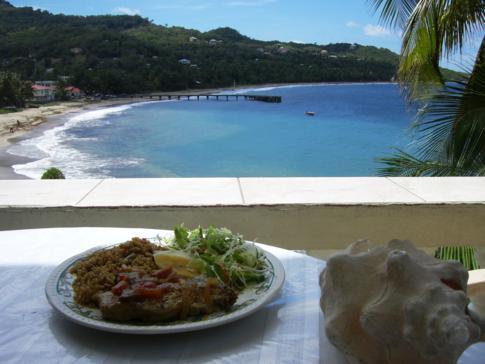 Mittagessen in Sauteurs mit fantastischem Blick auf die Bucht