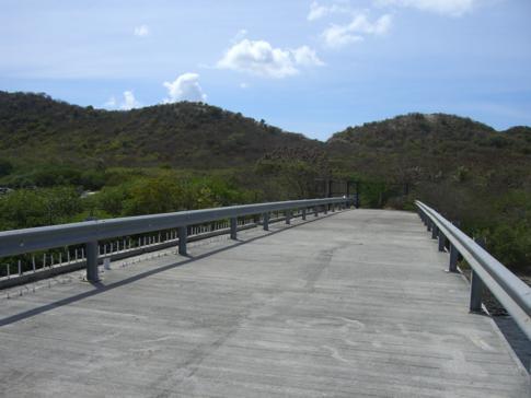 Unbenutzte Brücke nach Hog Island
