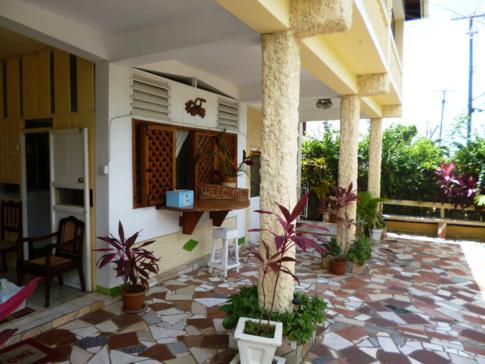 Außenbereich des Rainbow Inn, besuchtes Hotel während unserer Fahrradtour