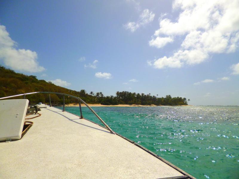 Blick von unserem Boot auf Sandy Island