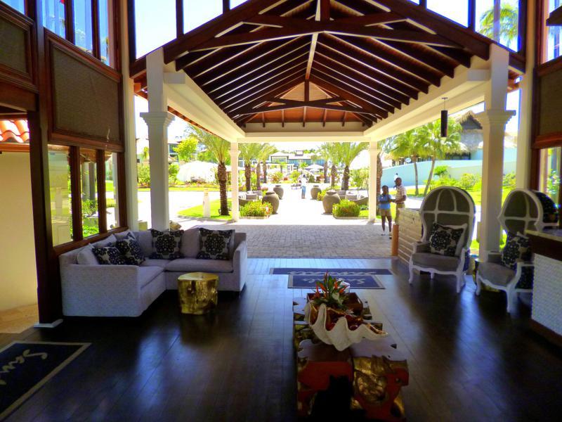 Der Lobbybereich des Sandals La Source Grenada