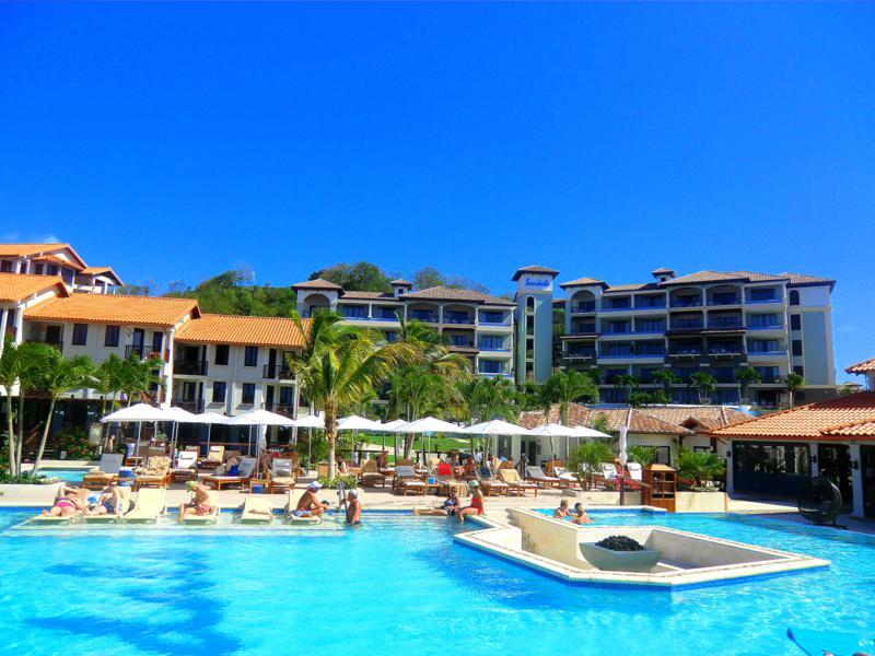 Einer der vielen Pools im Sandals La Source Grenada