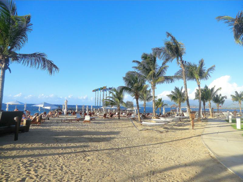 Der Strand der Anlage: der Pink Gin Beach