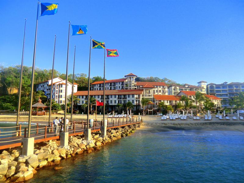 Blick auf das Resort vom Pier aus