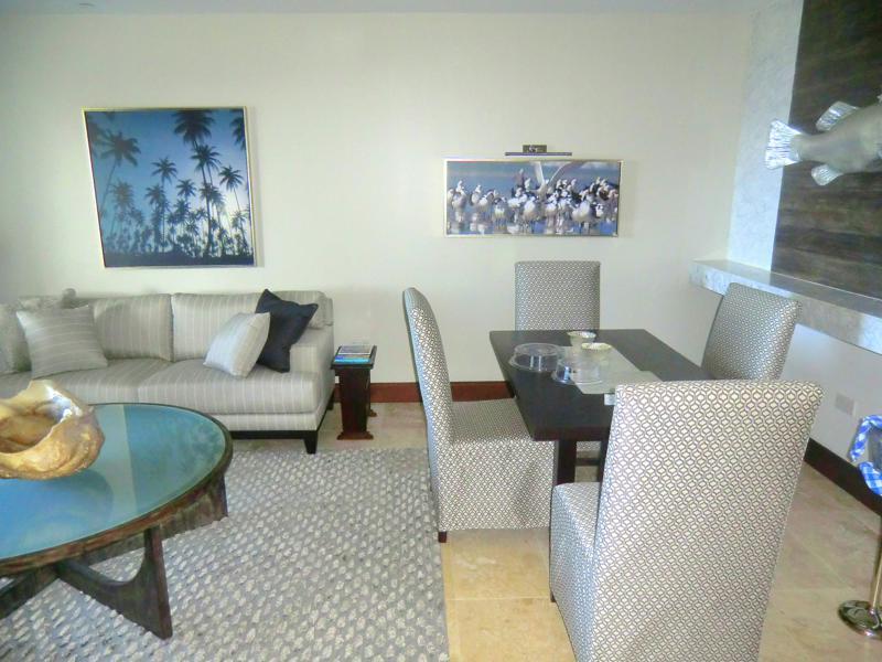 Das Wohnzimmer meiner Luxury-Skypool-Meerblick-Butler-Suite im Sandals Resort