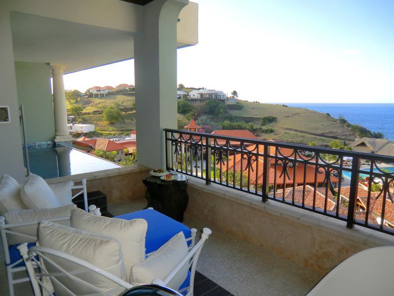 Balkon meiner Luxury-Skypool-Meerblick-Butler-Suite im Sandals Resort