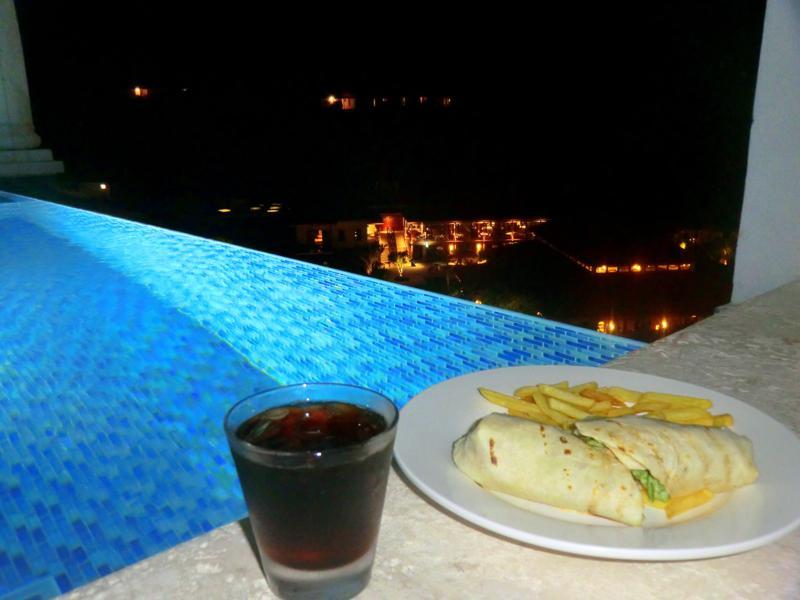 Mitternachts-Snack in meiner Pool-Suite im Sandals