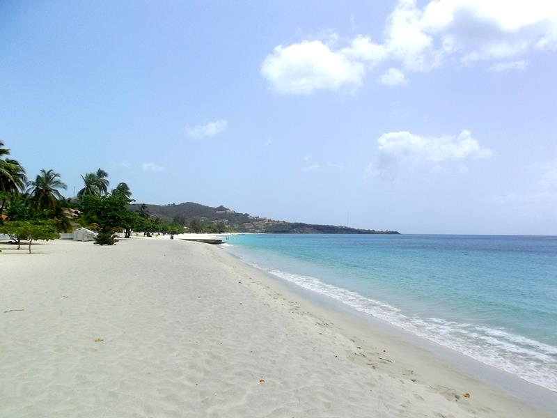 Der schönste Strand von Grenada: Grand Anse Beach