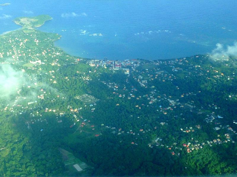 Flug mit SVG Air von Grenada nach Carriacou mit Blick auf Grenville