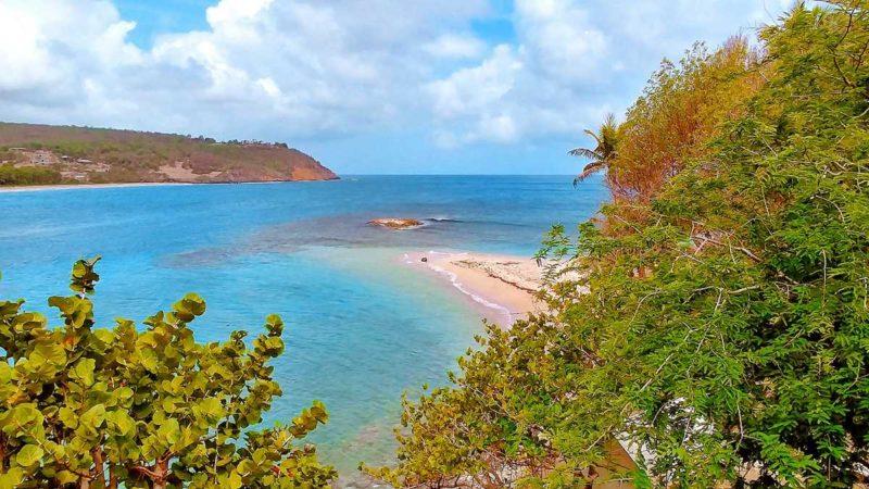 Blick von unserer Villa auf den Strand von Sugar Loaf Island sowie den Norden von Grenada
