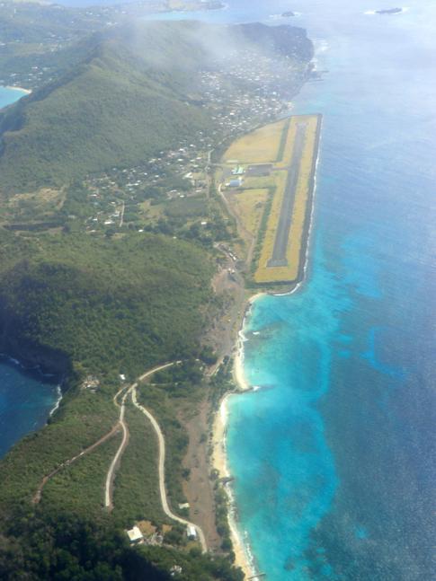 Der James F. Charles Airport auf der Karibik-Insel Bequia