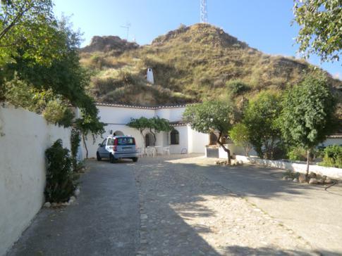 Blick zu unserer Höhlenwohnung in Guadix