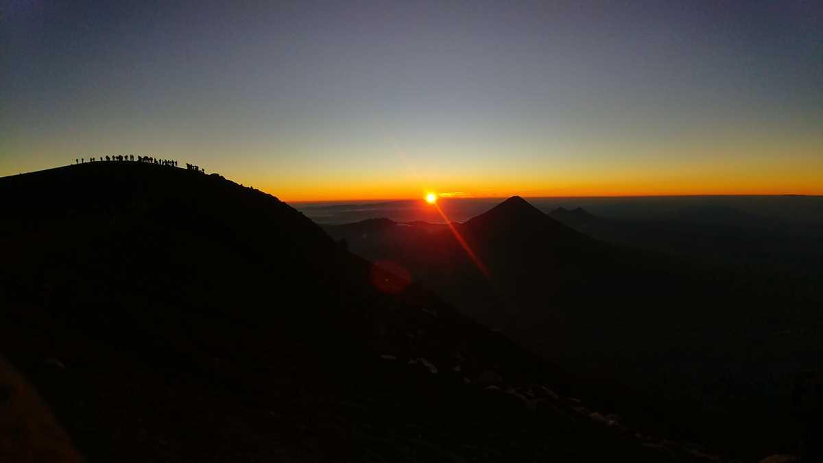 Sonnenaufgang am Vulkan Acatenango in der Nähe von Antigua