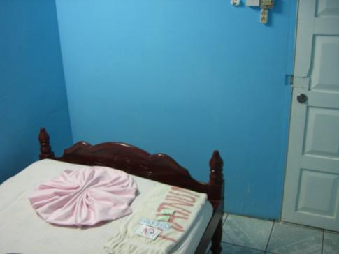 Das kleine Zimmer im Untergeschoss des Platinum Inn Hotel
