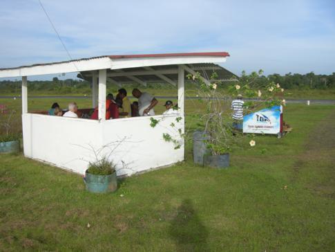Das Terminal des Flughafens von Bartica auf Baganara Island