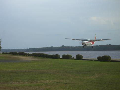 Anflug der Cessna Grand Caravan von Trans Guyana Airways