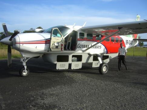 Die Cessna Grand Caravan von Trans Guyana Airways auf dem Flughafen von Bartica