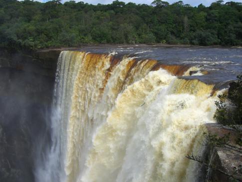 Die Kaieteur Falls vom ersten Aussichtspunkt