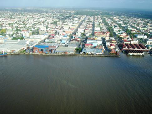 Schöner Blick aus der Luft auf die Hauptstadt von Guyana, Georgetown
