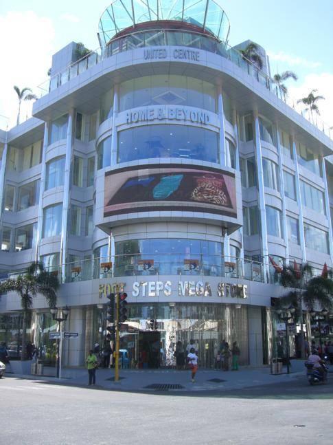 Modernes Einkaufszentrum an der Camp Street Ecke Regent Street