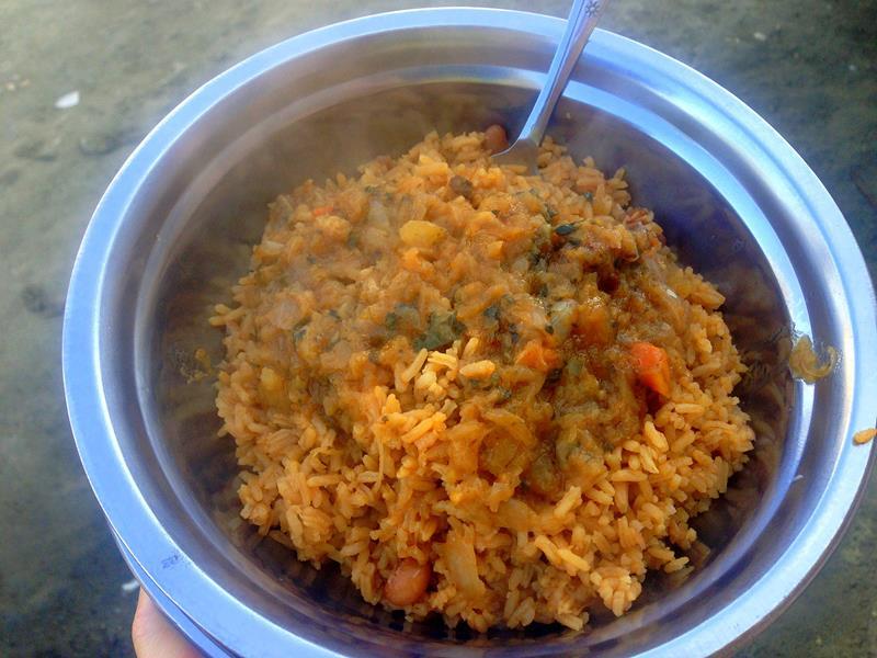 Straßenessen in Haiti, hier Aleken, ein typisches Frühstück
