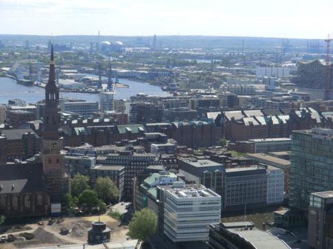 Blick auf die Speicherstadt vom Turm der Petrikirche