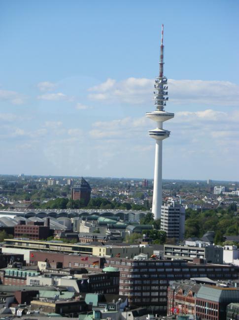 Blick auf den Fernsehturm vom Turm der Petrikirche